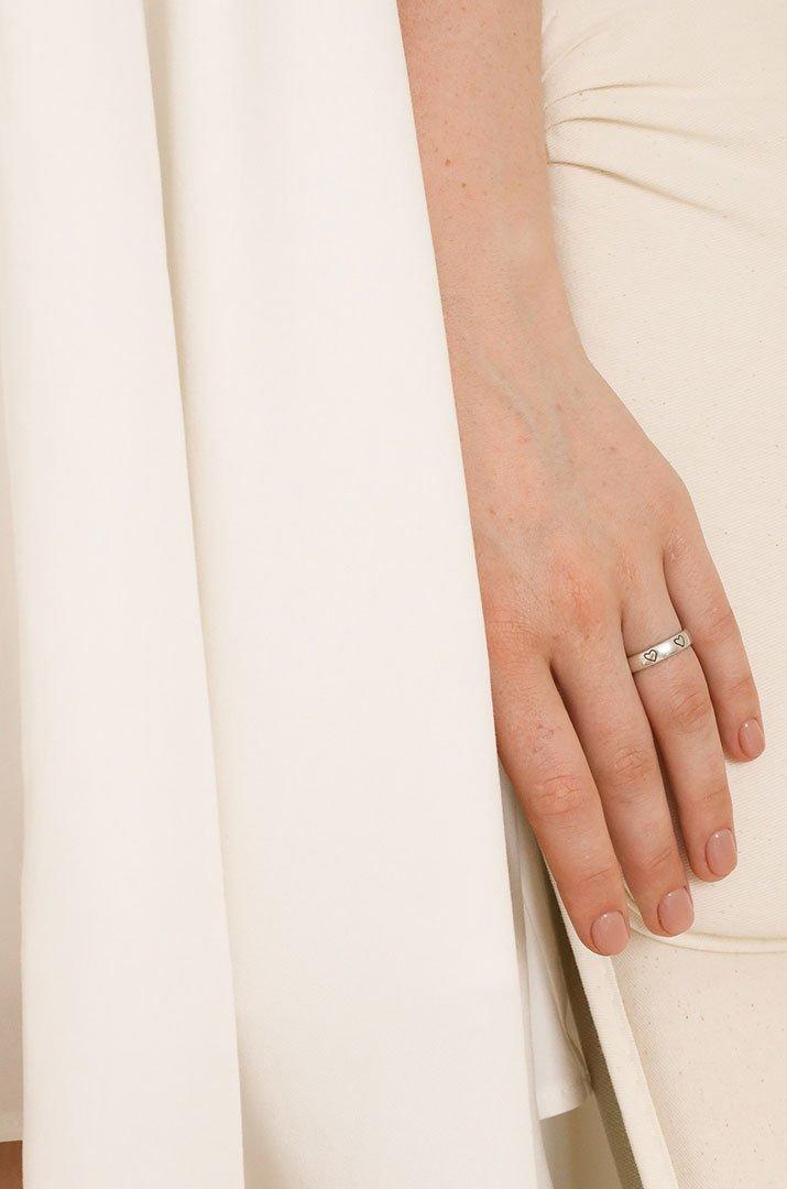 K029 Кольцо с сердечками серебро